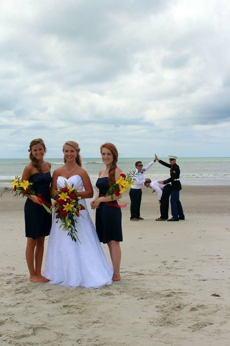funny wedding photos marriage photobomb weddings - 8082257920