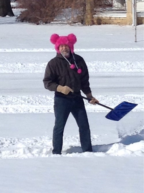 hat,snow,poorly dressed,shovel