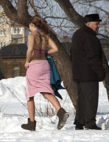towel,bathing suit,poorly dressed,snow,winter
