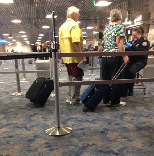 shorts layers poorly dressed airport Travel - 8111535360