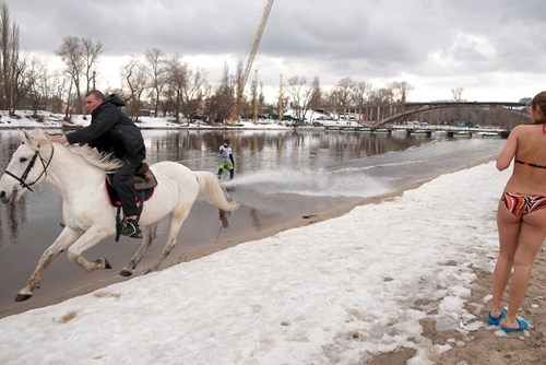 only in russia,winter,water skiing