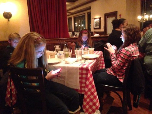 kids,dinner,phone,parenting