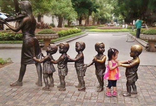 dancing kids statue cute parenting - 8131039744