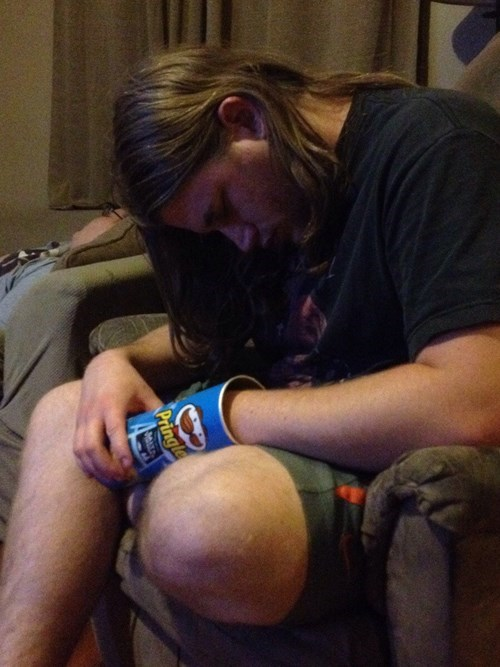 drunk funny pringles passed out - 8135277824