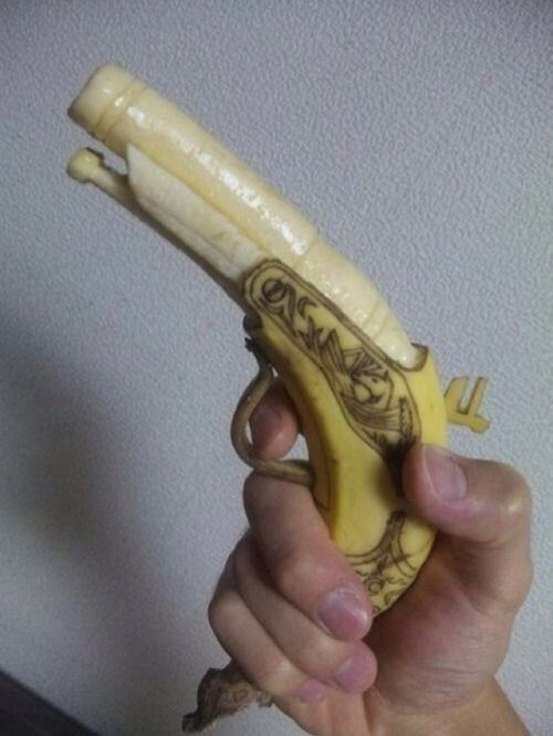 bananas,guns,pistols