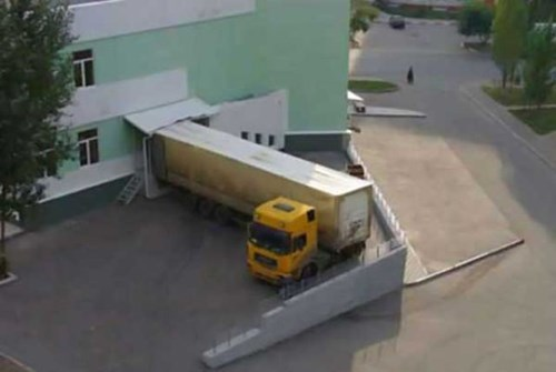 monday thru friday work stuck truck - 8161924864
