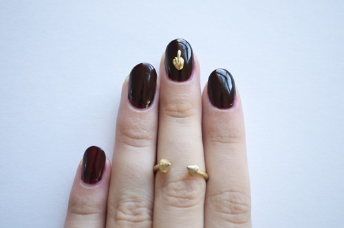 subtle poorly dressed flipping the bird nail art - 8167068160