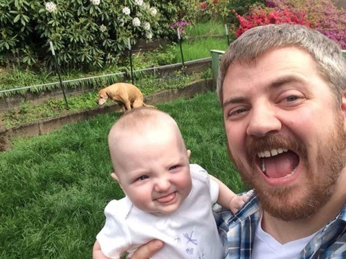 photobomb baby parenting pooping - 8190241280