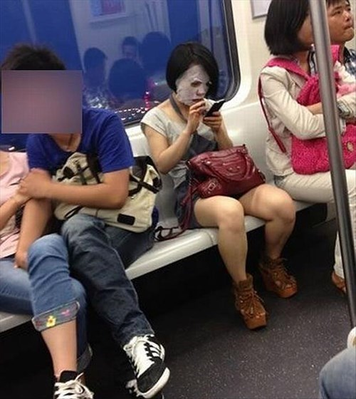 face mask,poorly dressed,Subway
