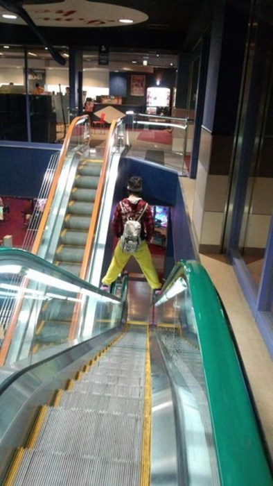 wtf escalators - 8227100672