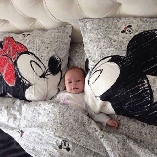 minnie mouse,bed,mickey mouse,kids,parenting,kissing