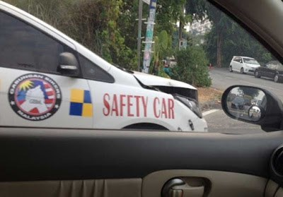 cars crash irony safety - 8259773952