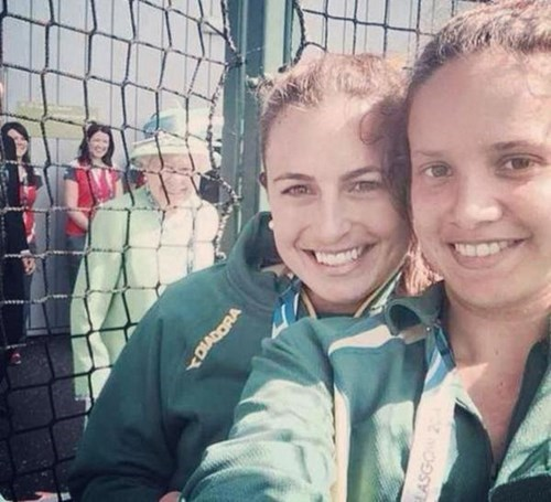 photobomb,the queen,commonwealth