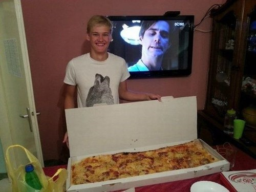 photobomb,pizza,accidental win