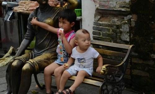 kids,statue,parenting