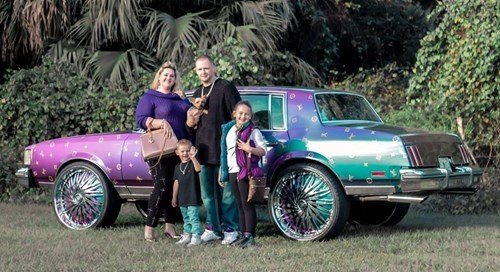 poorly dressed,cars,family photo,family