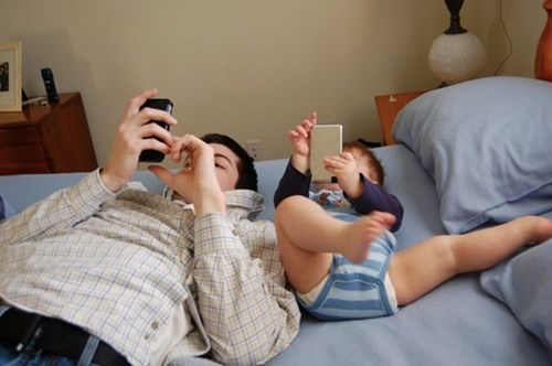 baby phone parenting dad - 8285632000