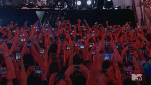 concert,facepalm,phone