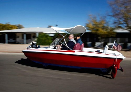 driving boats - 8306840832