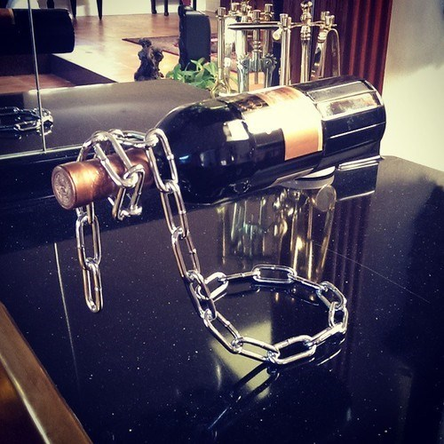 wine,wine holder,funny,chain
