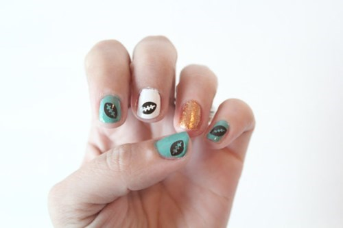nails poorly dressed football nail art - 8310254592