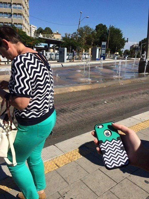 iPhones,poorly dressed