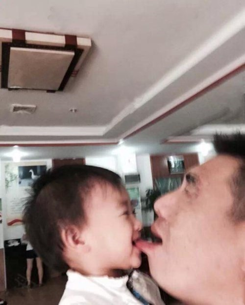 baby bite dad parenting - 8342742016