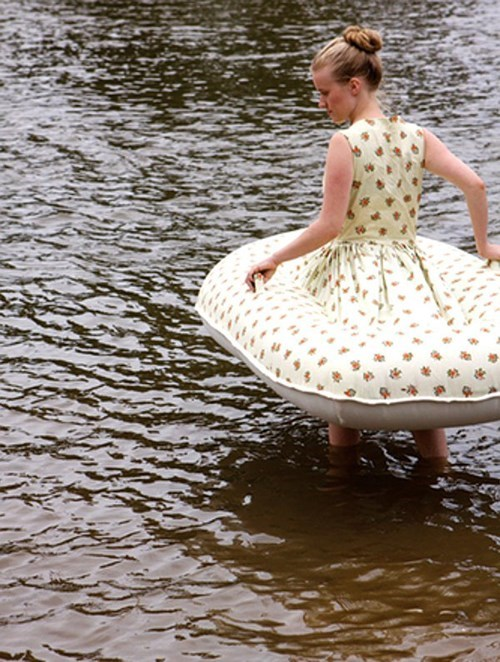 boat,dress,inflatable,poorly dressed