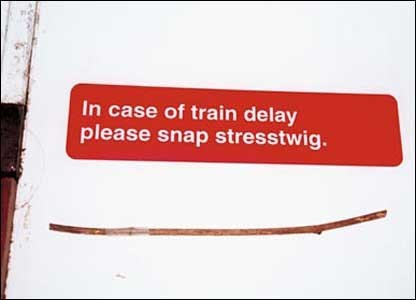 Text - In case of train delay please snap stresstwig.