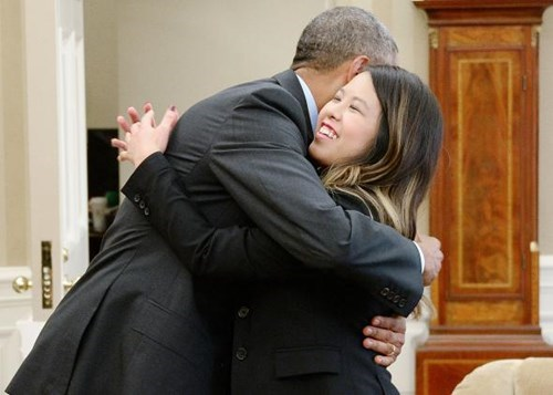 news hugs ebola barack obama - 8360812544