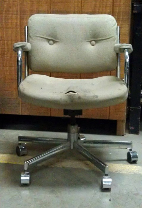 monday thru friday chair expression angry - 8363975680