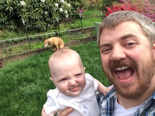 photobomb dogs baby poop parenting - 8372009216
