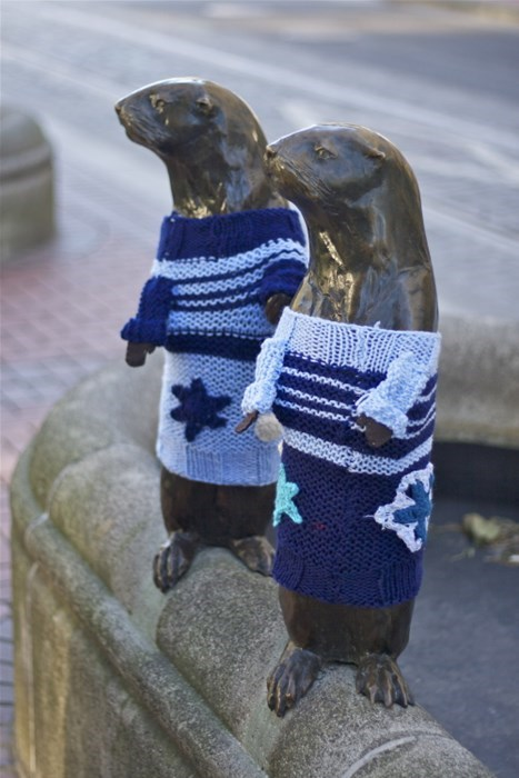 Knitta Please statue sweater yarn hacked irl g rated win