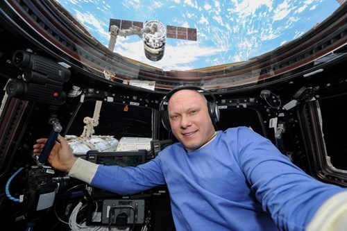photograohy selfie astronaut space g rated win - 8386396160