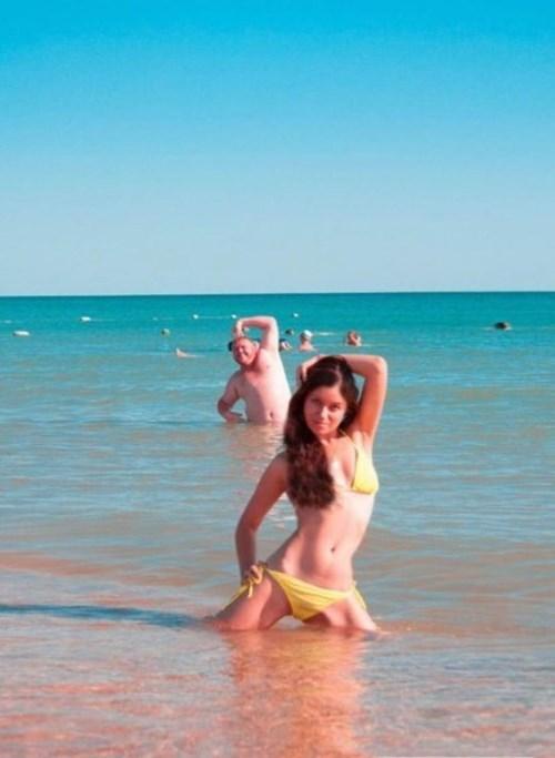 photobomb,trolling,beach,bikini