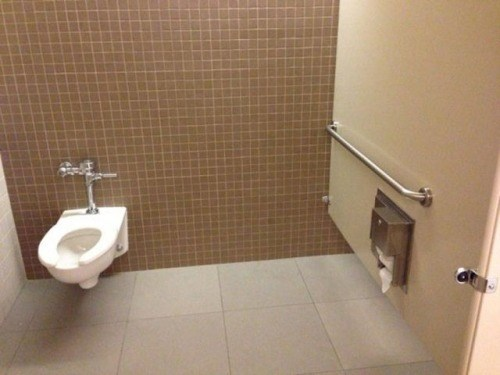 Awkward design bathroom - 8400521984