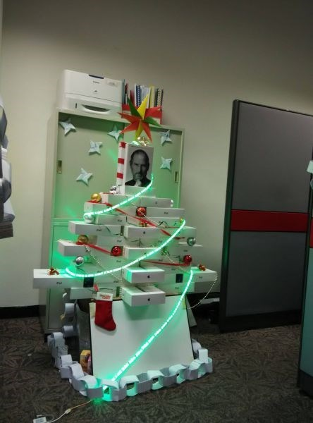 monday thru friday,christmas,christmas tree,apple,steve jobs