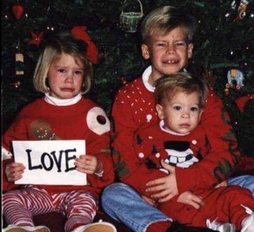 christmas,christmas tree,siblings,expression,family photo,parenting,love