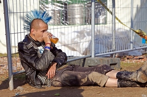 punk rockers love beer