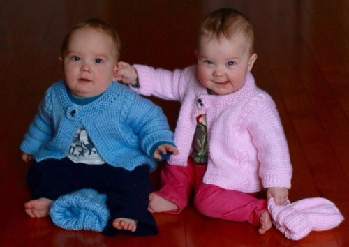baby,sibling rivalry,siblings,family photo,parenting,twins