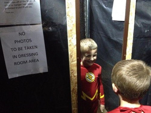 sign,kids,dressing room,parenting,the flash