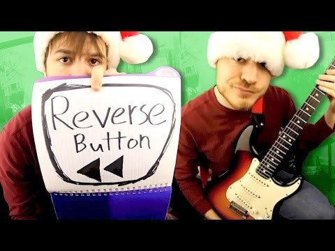 Video This Backwards Christmas Tune Sounds Like a Holiday Song From the Black Lodge in Twin Peaks