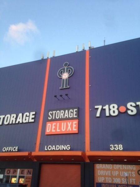monday thru friday logo storage box - 8420157184