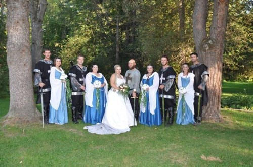 medieval poorly dressed funny wedding photos - 8421896192