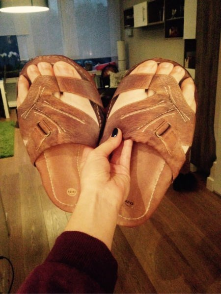 poorly dressed feet sandals - 8436387328
