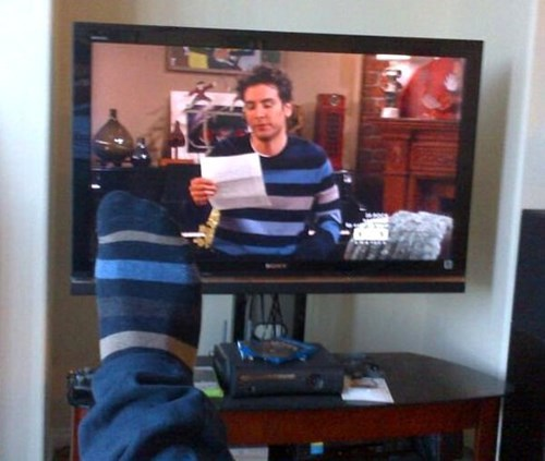 poorly dressed,socks,how i met your mother,sweater,matching