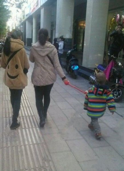 funny-parenting-one-way-to-keep-your-kid-on-a-short-leash