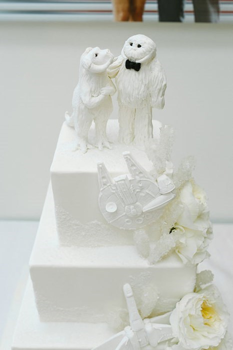 geeky-wedding-star-wars-tauntaun-wampa-cake-toppers