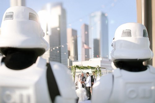geeky-wedding-stormtroopers-in-the-wedding-party