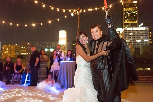 geeky-wedding-father-of-the-bride-is-darth-vader